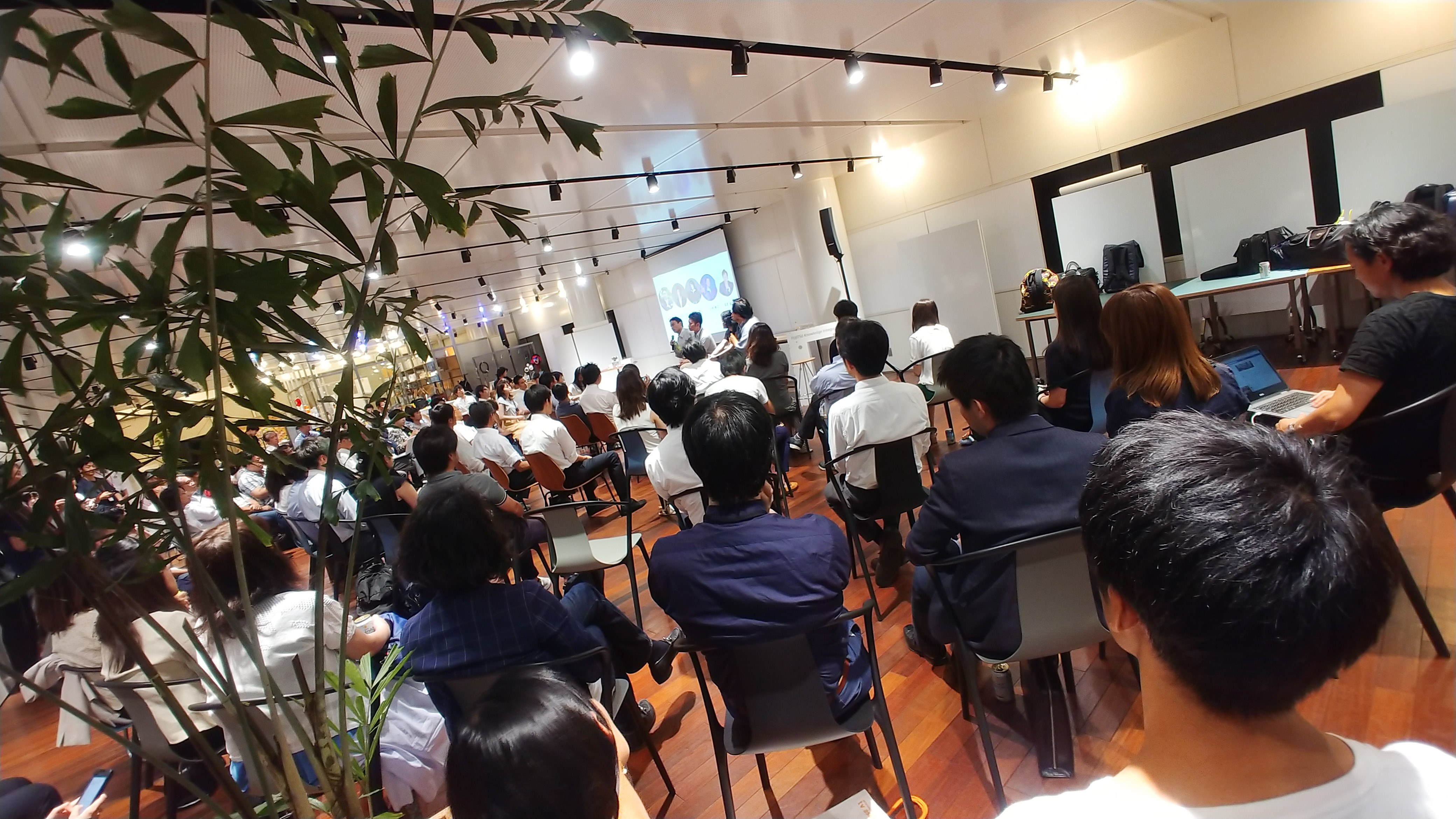 森若氏のイノベーション大交流会、会場には多くの人が集まった。